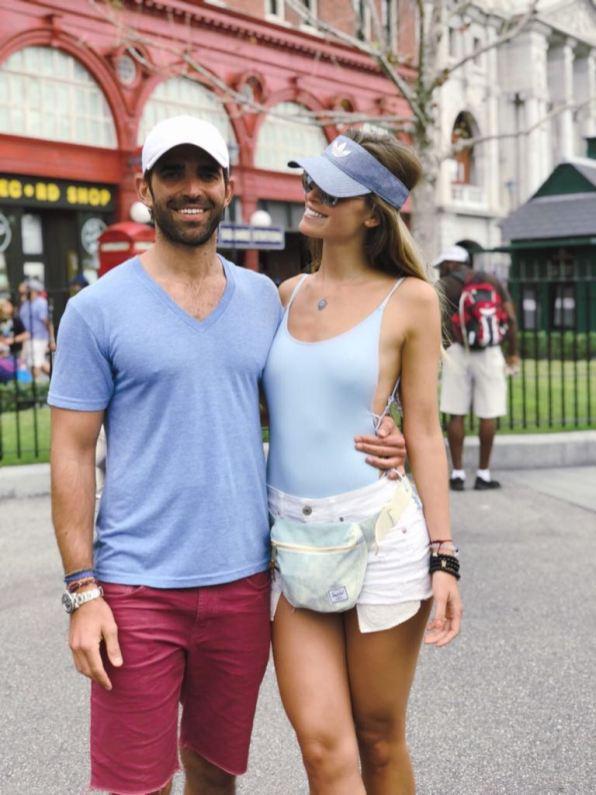 Omer Cohen y Ana Girault en Disney World