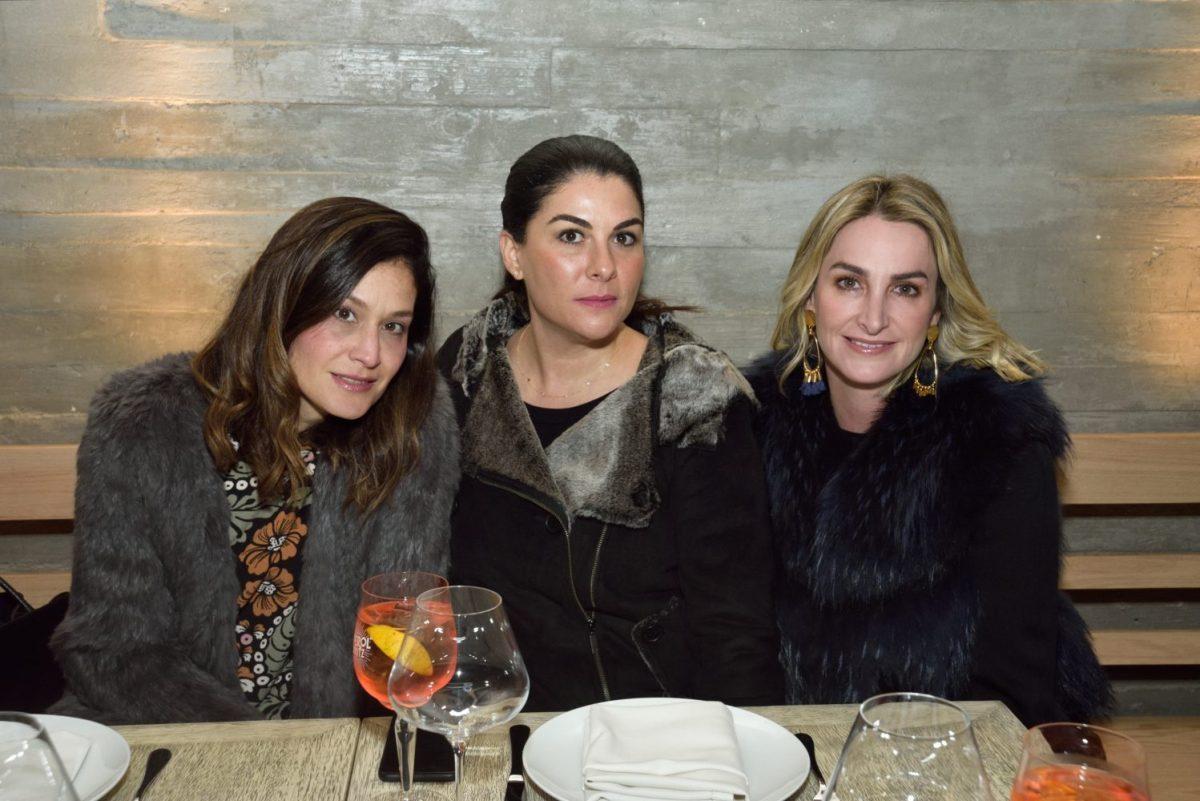 REST NOSTOS, Pie de Foto: Blanca Gutierre, Claudia Ortiz y Norma Cantœ.