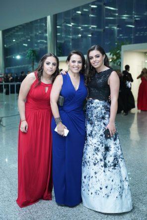 240519 Graduacion del Colegio del Bosque. Centro de Convenciones Santa Fe. Montserrat Bobadilla, Rossana Peniche y Mayte Bobadilla Fotos : Heptor Arjona