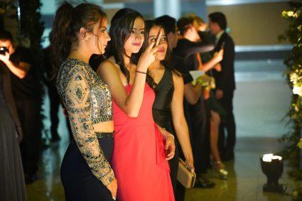 240519 Graduacion del Colegio del Bosque. Centro de Convenciones Santa Fe. Maria Paxon, Ganriela de la Serna y Montserrat de la Serna Fotos : Heptor Arjona