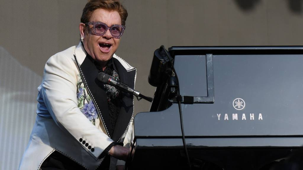 Elton-John-cantando