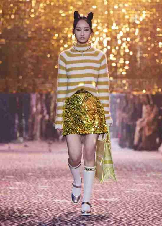 Dior-Fall-2021-Shangai-look-lentejuela-min-ok