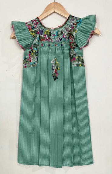 Artículos del Museo de Arte Popular: Vestido manga olán bordado