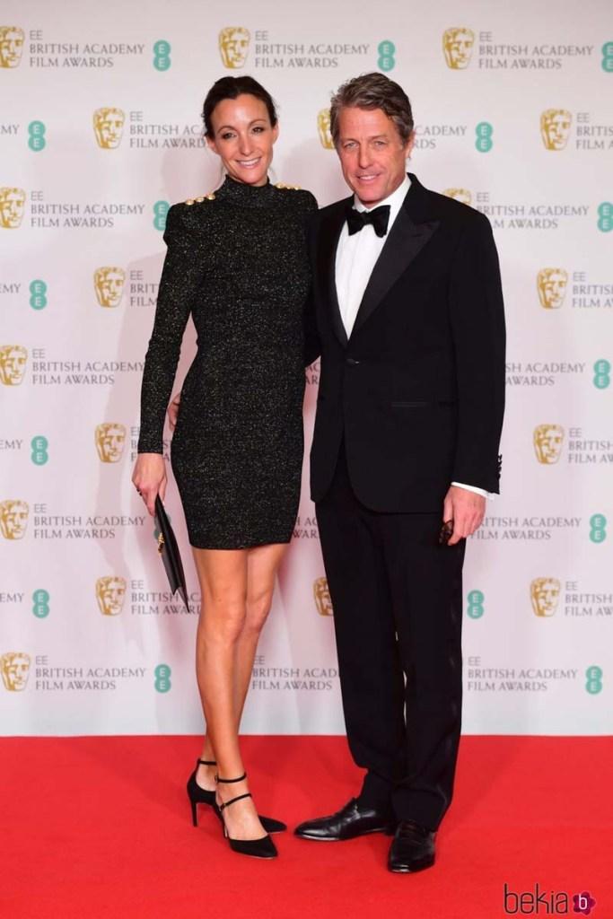 Hugh Grant y su esposa Anna Eberstein.