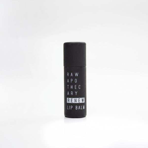 renew lip balm  para conservar la belleza de tus labios.