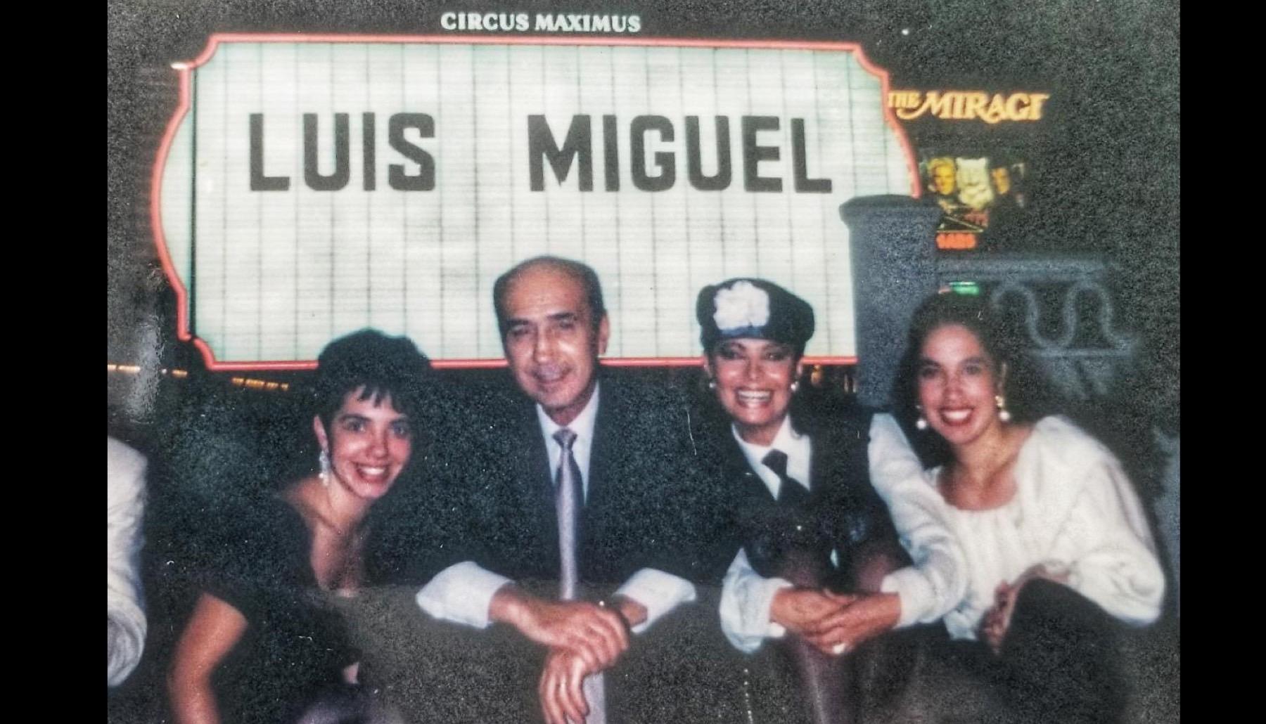 Toni Torres con Hugo López y su esposa Lucía Miranda
