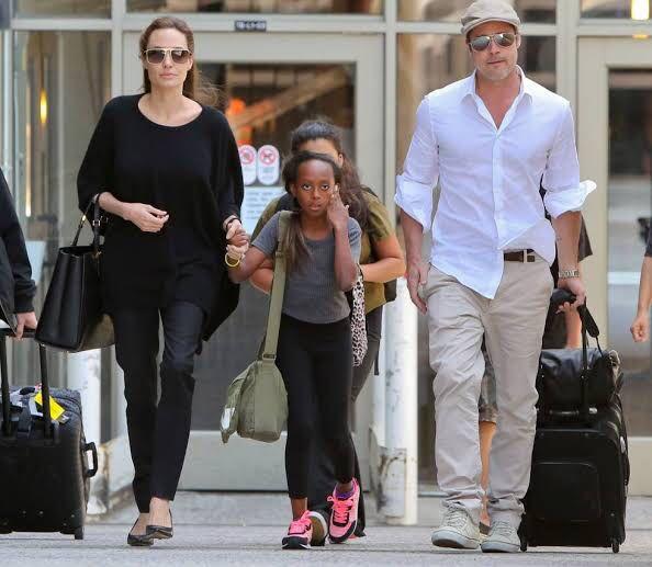 Angelina Jolie y Brad Pitt con su hija Zahara