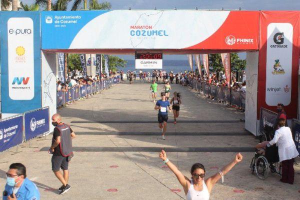 Paulina Espinosa medio maratón en Cozumel