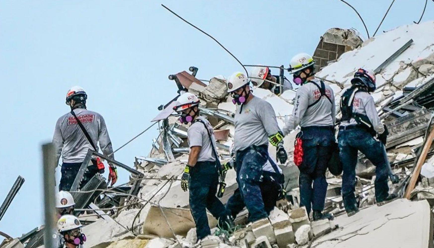 rescatistas en edifico colapsado, Surfside Miami