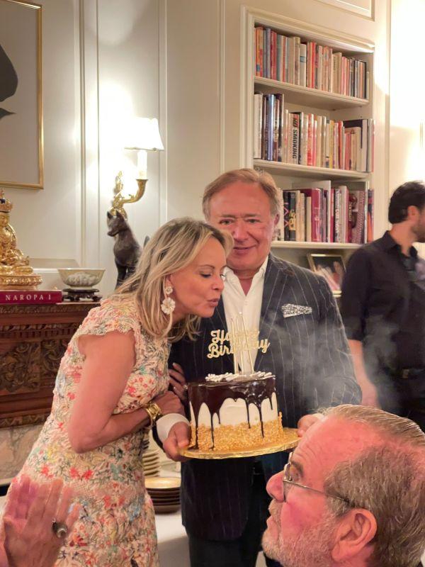 Yaz Hernández y su esposo el señor Valentín Hernández en su festejo en Sutton Square.