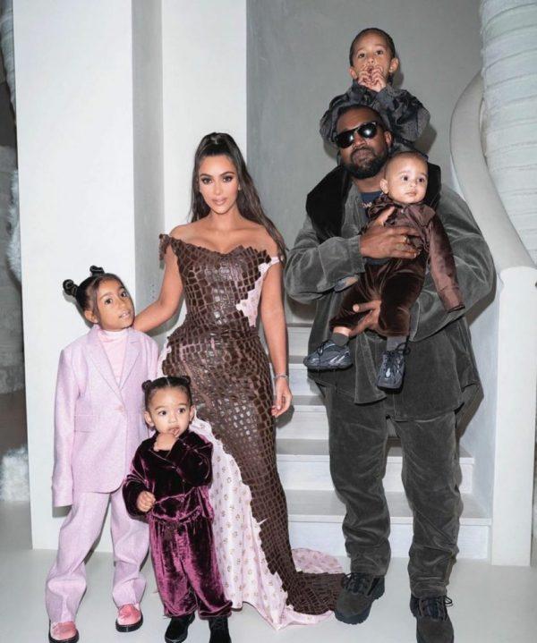 Kim y Kanye con sus 4 hijos