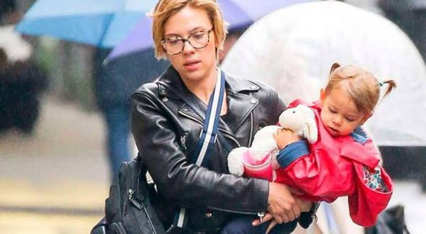 Scarlette con su hija