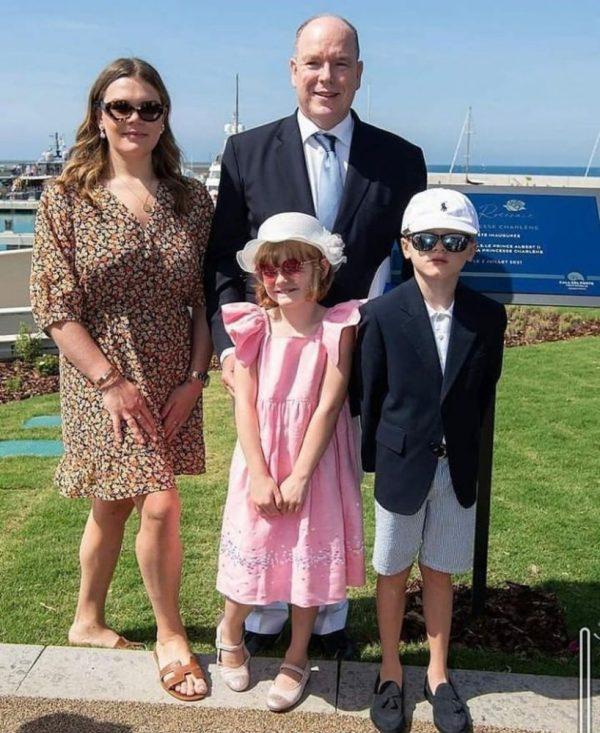 Camille Gottlieb con sus pirmos Jacques y Gabrielle y el príncipe Alberto