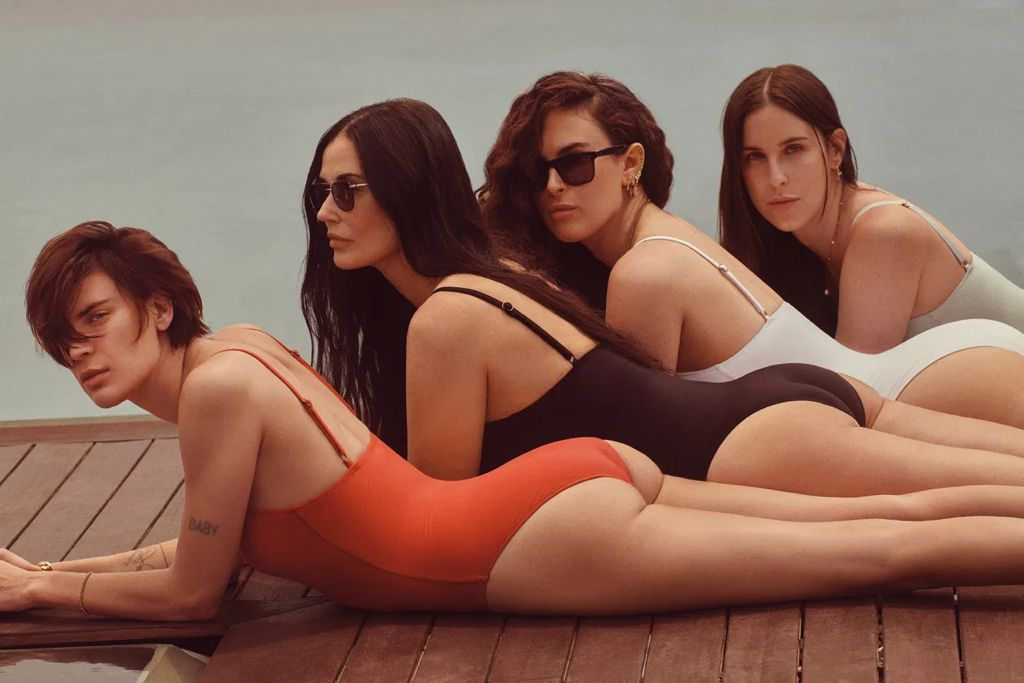Demi Moore posa junto a sus hijas para Andie Swim.