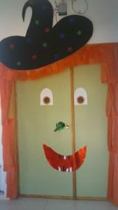 puerta bruja halloween