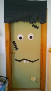 puerta monstruo halloween