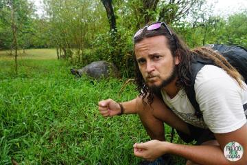 Peter y tortuga galápago