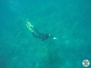 Peter snorkeleando en Seymour Norte elmundoenlamochila.com