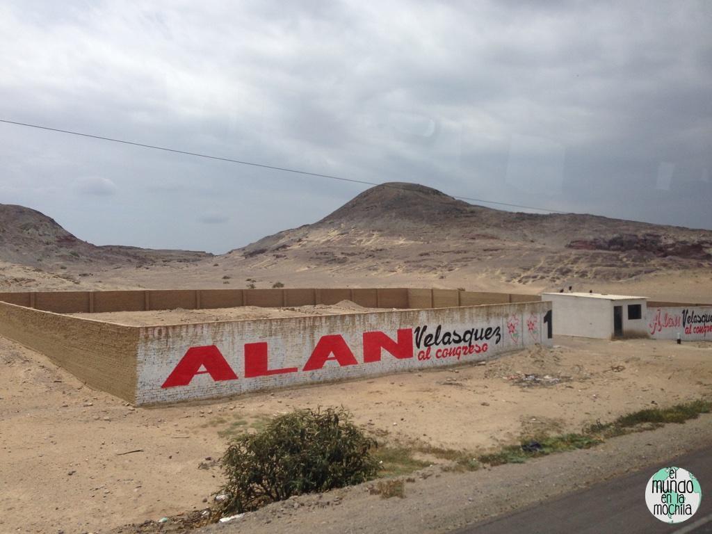 grafiti politico por alan en peru. rojo con blanco