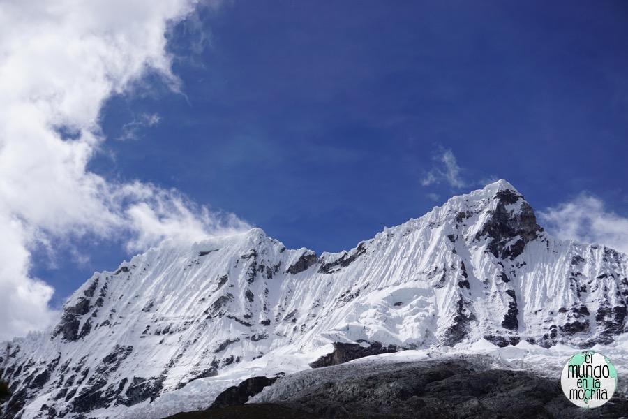 Paisaje nevado en la Cordillera Blanca (Perú)