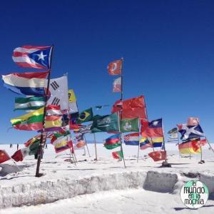 salar-de-uyuni-bolivia-banderas-flags