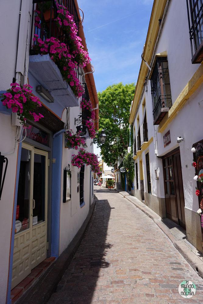 Soleada calle de la Judería en Córdoba