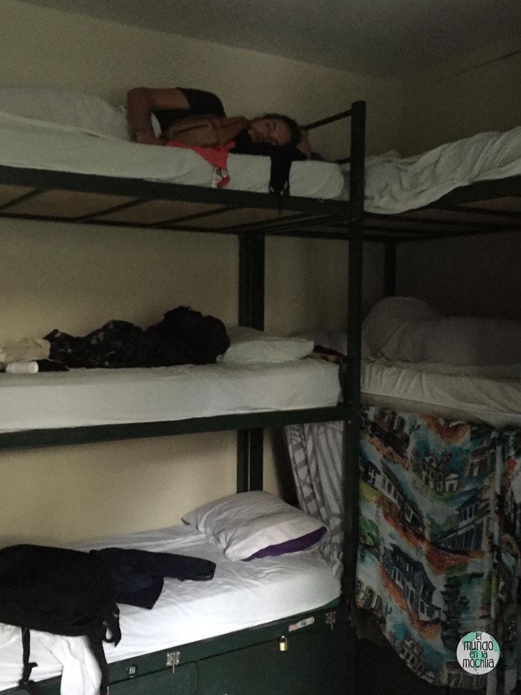 literas de tres pisos de El Misti Rooms