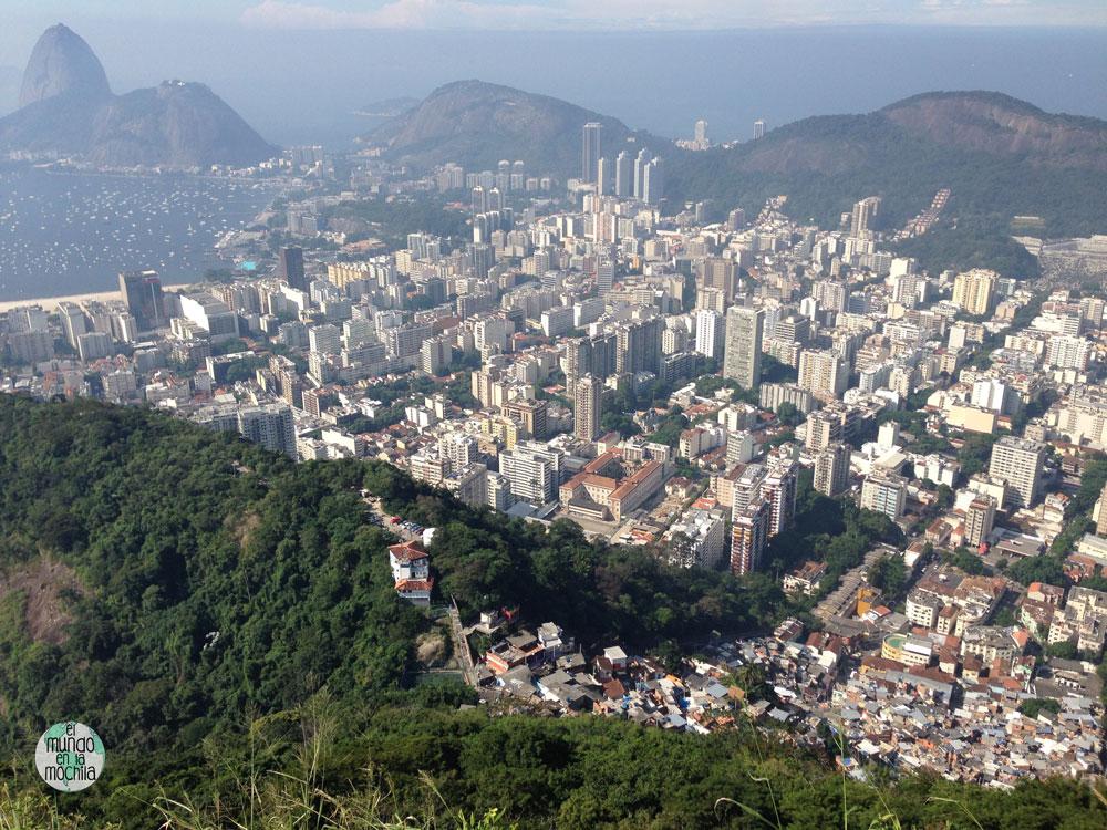 Vistas del sur de Río de Janeiro desde la favela Santa Marta