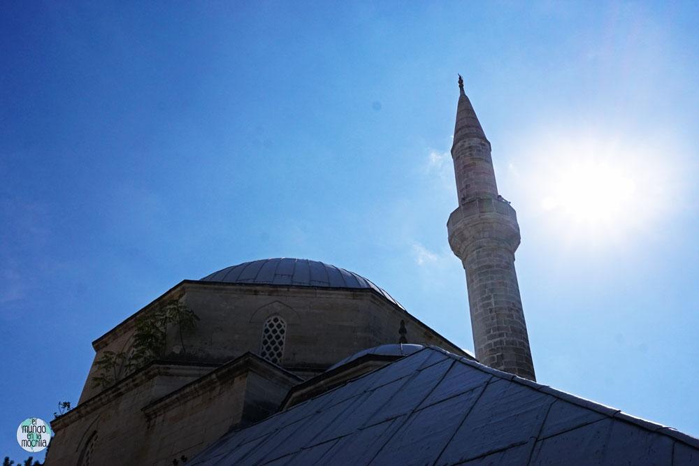 Mezquita en el centro de Mostar