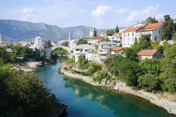 Vista panorámica de Mostar y el Stari Most, Bosnia Herzegovina