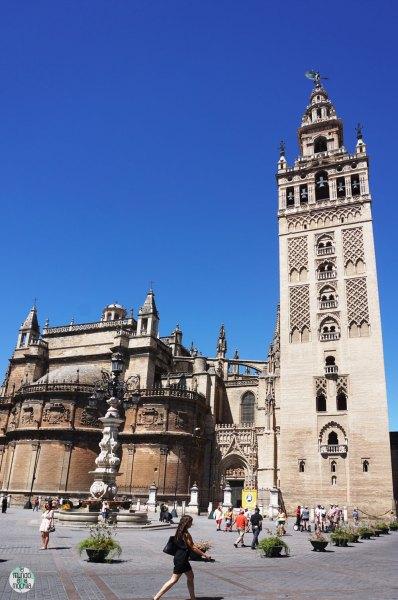 La gigante Catedral de Sevilla y su Giralda