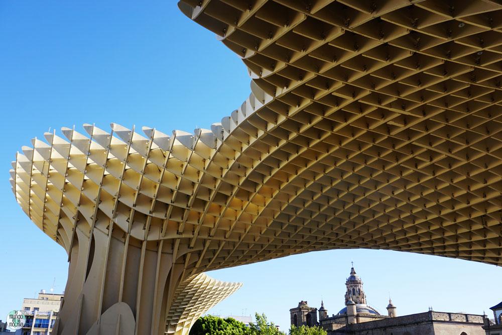 Vista desde abajo de las Setas de Sevilla