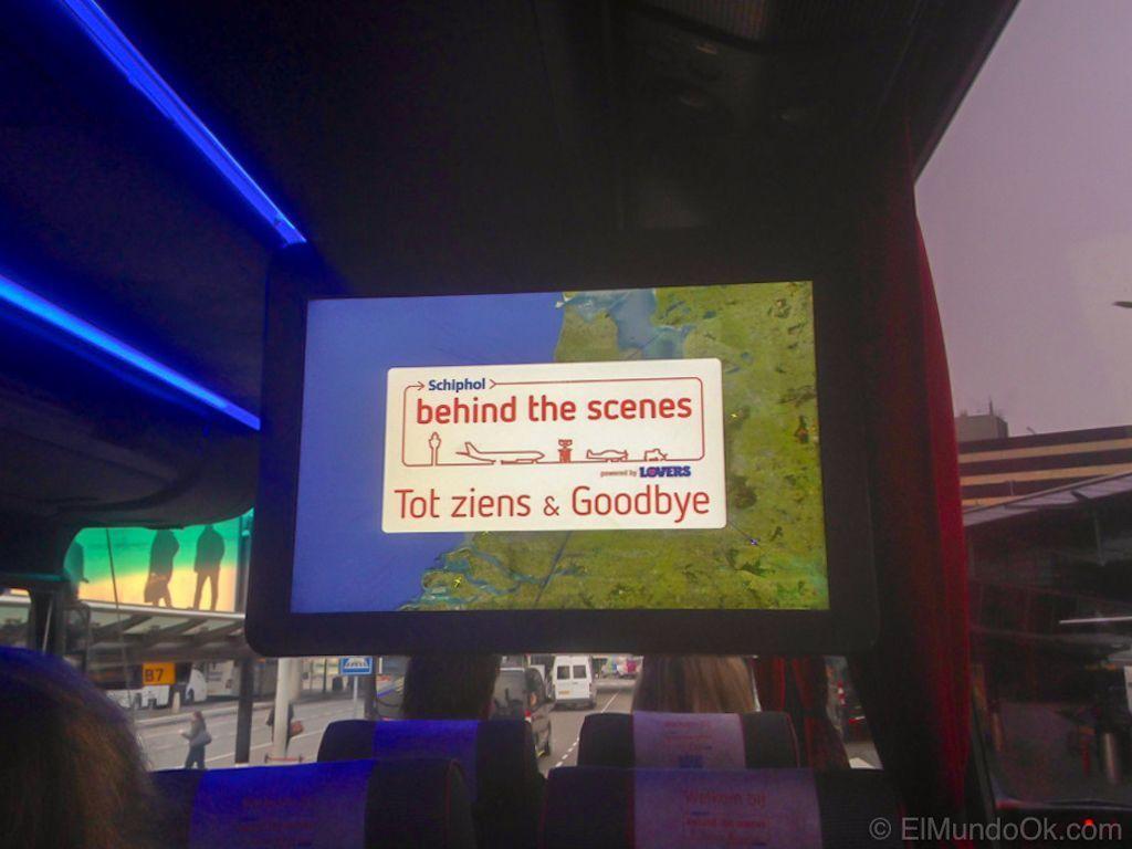 Monitor en el bus Behind the Scenes. Tour Schiphol.