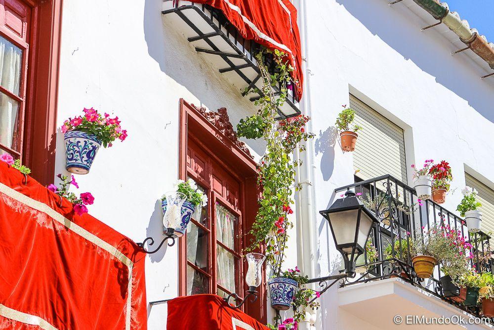Vélez-Málaga con su vestimenta de Semana Santa 2017.
