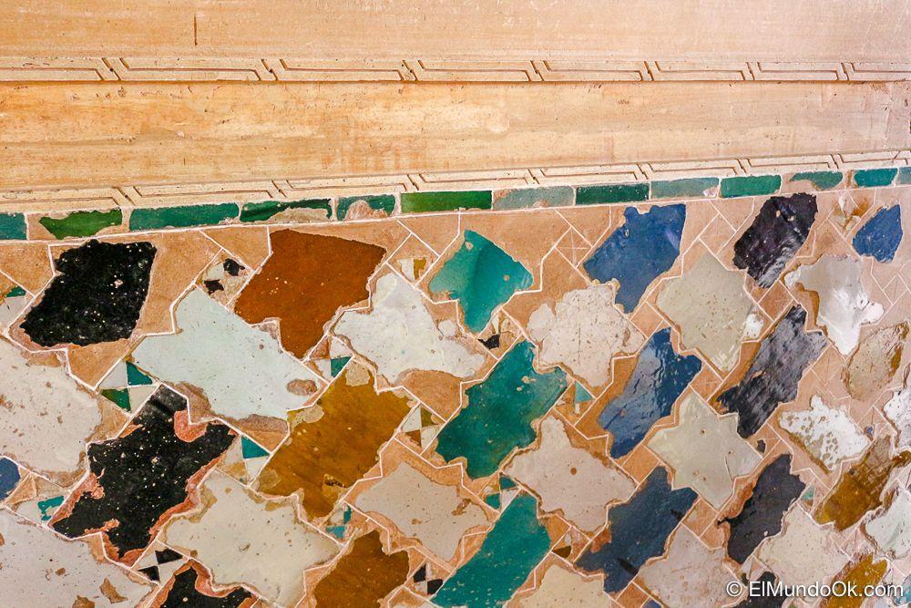 Detalles del interior del Mexua en la Alhambra.