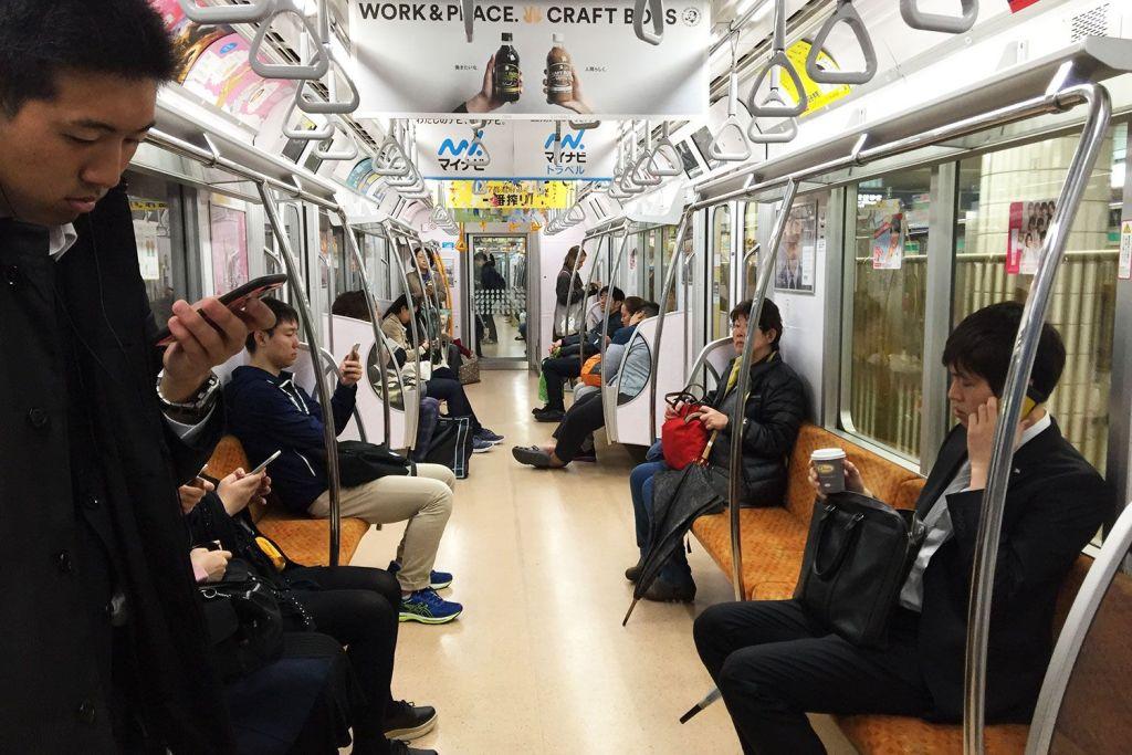 El metro de Tokio y su silencio