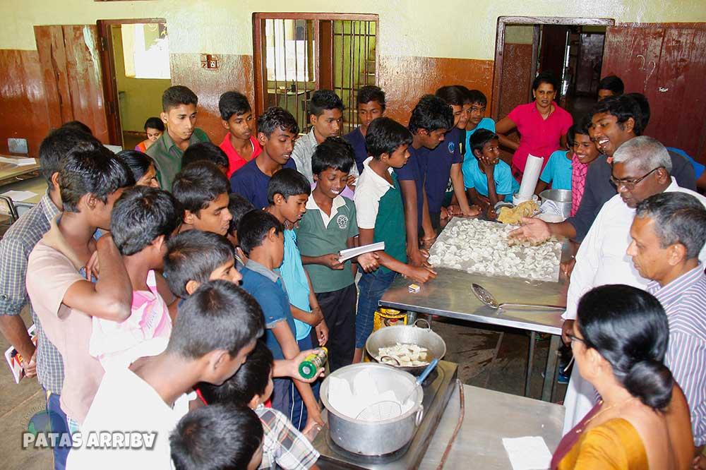 Los niños de Matale en la Assisi Boys Home, Sri Lanka