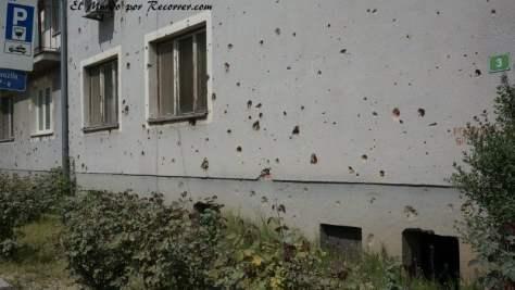 Edificio con disparos de bala en Bihac