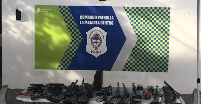 Villa Madero|Llamó al 911 y entregó a la Policia un arsenal de su expareja delincuente, quien amenazó con matarla al salir de la carcel