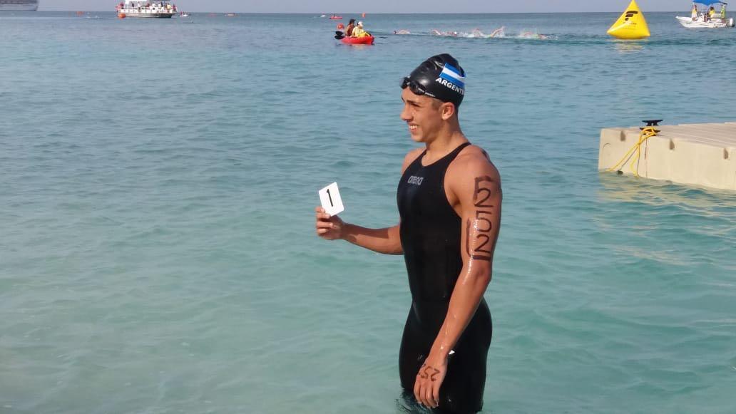 Miguel Saredi felicitó al matancero Gianfranco Turco tras clasificar al mundial de aguas abiertas en Eliat Israel