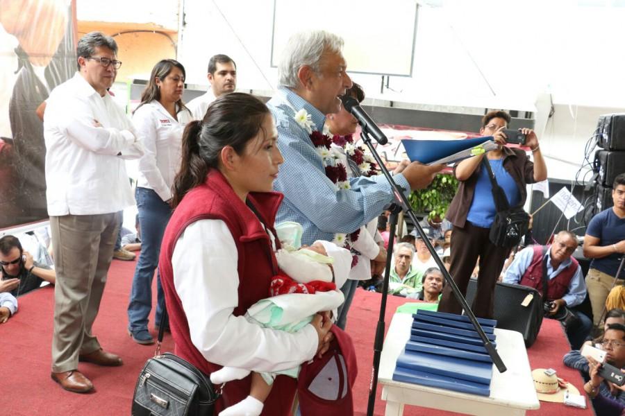 Envía AMLO a EPN carpeta azul sobre bienes de Yunes Linares (DOCUMENTOS)