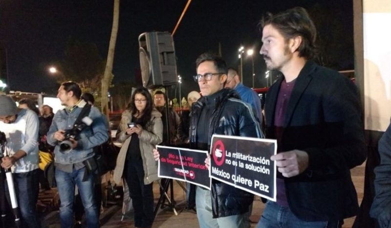 Gael García y Diego Luna protestan contra la Ley de Seguridad Interior