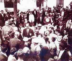Reparto de pan para l los pobres en 1925