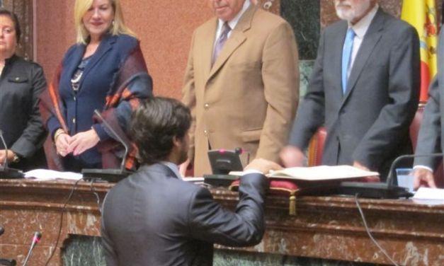 """El diputado Luis Fernando Ruiz toma posesión de su escaño con """"ilusión y ganas de hacer cosas"""""""