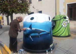 Pintando contenedores en Caravaca