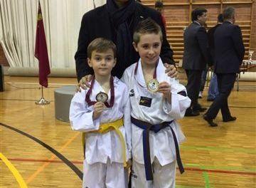 Alejandro Muñoz y Gabriel Sánchez, oro en el Campeonato Regional de Taekwondo