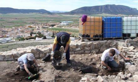 """La contratación de 16 personas permite la puesta en valor del yacimiento de """"El Cerro de las Fuentes"""" de Archivel"""