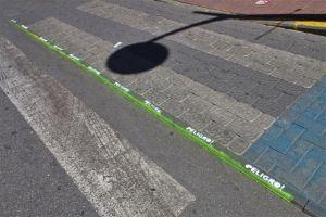 Bordillo Gran vía Caravaca pintado vecinos