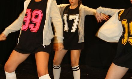 Exhibición de baile moderno en la escuela de Ana para finalizar el curso