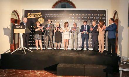 """La cadena """"Sangüi"""" celebra su centenario, con todo su equipo humano, en el Real Casino de Murcia"""